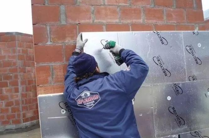 外墙聚氨酯保温板粘贴